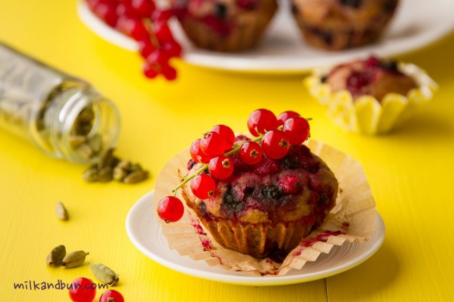 Red currant & cardamom Muffins