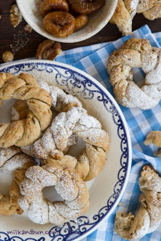 Beautiful whirls with figs and spices