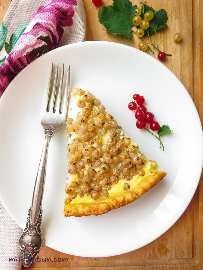 A slice of whitecurrant tart
