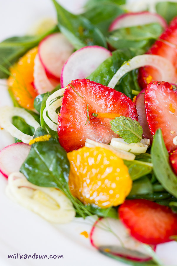 Summer salad with strawberries, tangerine and fennel