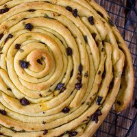 Wheel bread with herbs