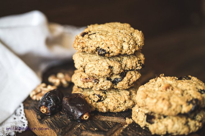 Oatmeal cookies with dates and walnuts