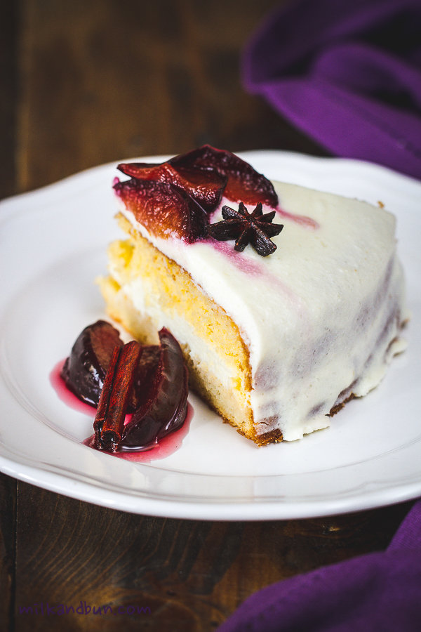 Sponge cake with poached plums