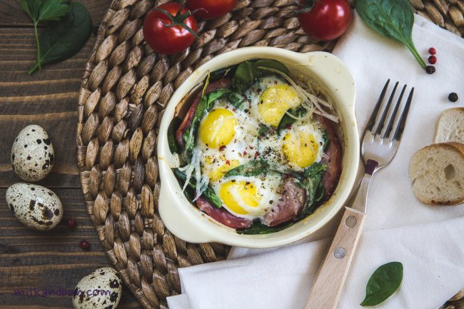 Baked quail eggs with  Gruyère cheese, ham and spinach