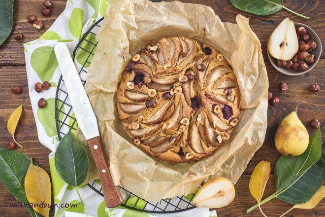 Pear&blackberry cardamom  cake